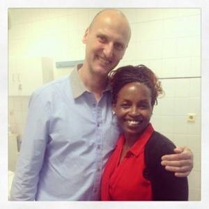 Ein Foto von unserer Klientin mit Dr. Kulhanek
